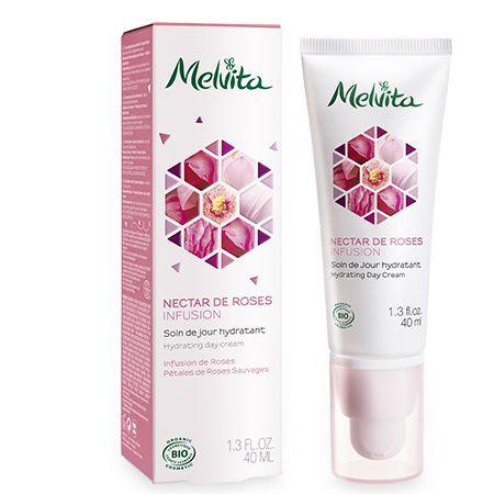 Découvrez le pouvoir hydratant de l'infusion de roses dans le soin de jour bio Nectar de Roses Melvita