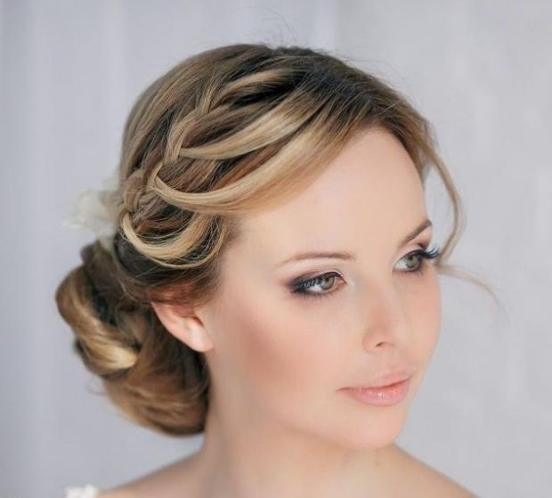 Lässige Brautfrisuren-Ideen zum Selbermachen-geflochtene Strähne