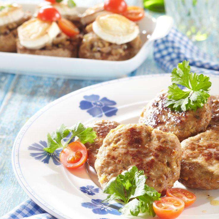 Nämä herkulliset jauhelihapihvit loihdit vain 15 minuutissa perheellesi. Kokeile Crème Bonjour 13% sipuli- tai pippurisekoitusta saadaksesi erilaisia makuja jauhelihapihviin. Helppoa ja herkullista, eikö vain? #cremebonjoursuomi #cremebonjour #cremebonjourcuisine #jauheliha #jauhelihapihvi #arkiruokaa #arki www.cremebonjour fi