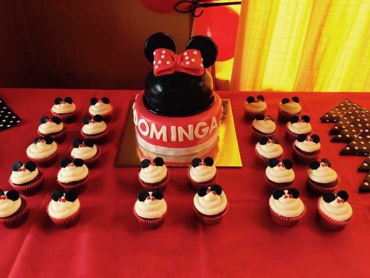 Mesón dulce. Torta y cupcakes Minnie Mouse Baby Shower