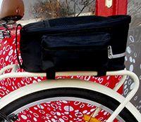 Bolso indispensable para cualquier bicicleta, MTB, urbanas y plegables. Se ajusta a cualquier parrilla por velcros. Vistosos reflectantes. Manilla para