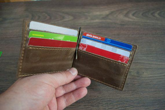 Money Clip Ledermappe Perfekte personalisierte Geschenk für Ihren Ehemann, Ehefrau, Freundin, Freund, Bruder oder Schwester.  Geschenkverpackung für Brieftasche kann erworben werden, indem Sie auf den Link klicken https://www.etsy.com/listing/267842133/gift-package-box-gift-package-for?ref=shop_home_active_1  Distressed Leder 6-12 Kreditkartenfächern Maße zusammengeklappt: 8 cm x 11,4 cm / 3,1 x 4,4  PERSONALISIERUNG-ANLEITUNG: Laser-Gravur -Wenn Sie diese Geldbörse mit Personalisierung…