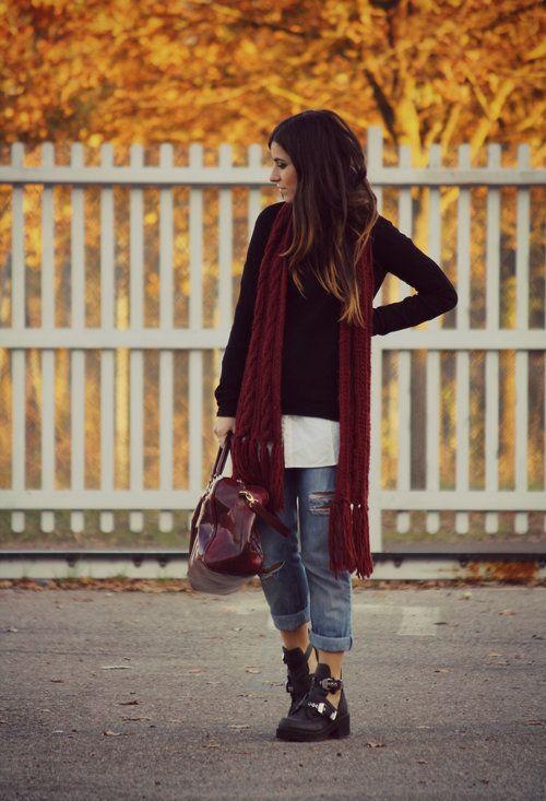 Un dolcevita nero e dei jeans