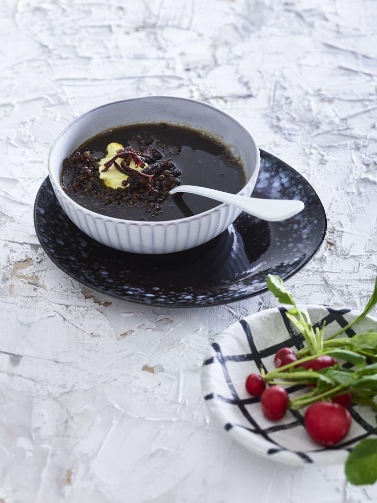 Linzensoep met gebakken ui en kurkumayoghurt