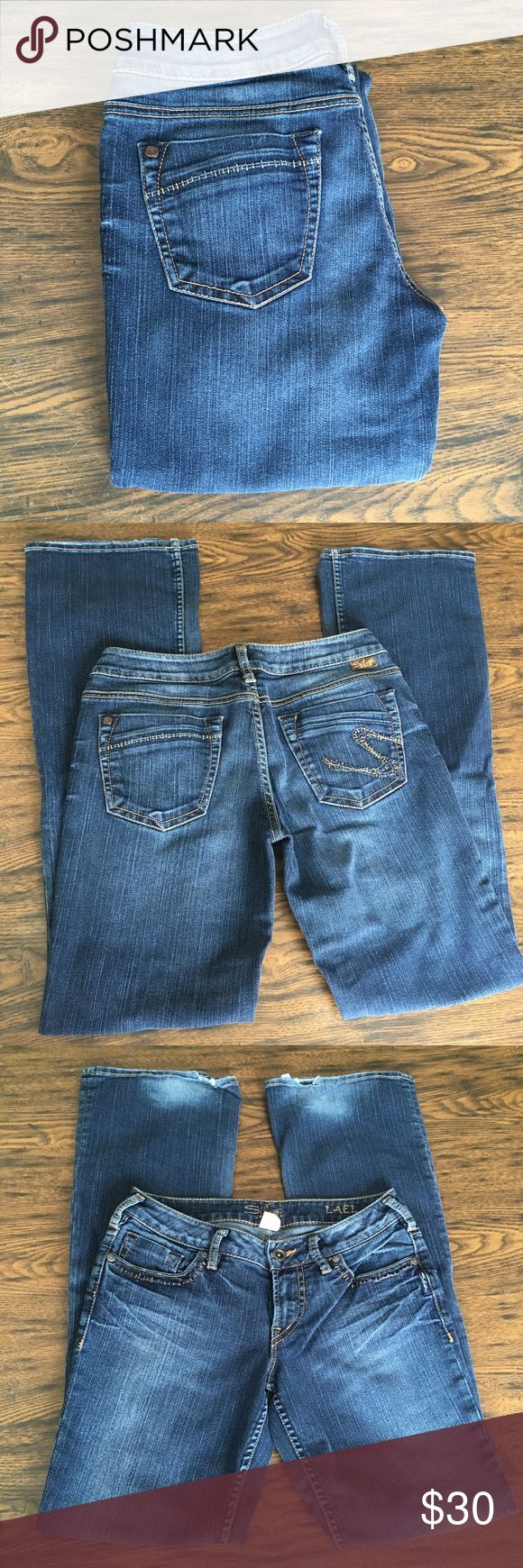 Women's Silver Jeans Women's Silver Jeans Good Condition with a small amount of fraying and fading in the bottoms  Size 28 Silver Jeans Jeans Boot Cut