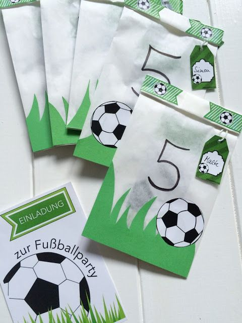 Frollein Pfau: DIY Einladungskarten zur Fußballparty {Creadienstag}