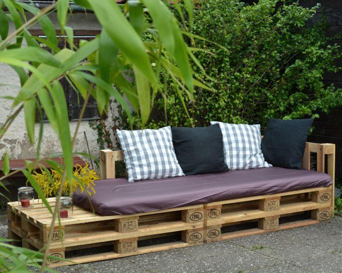 pallet sofa for our garden  Eine Lounge-Ecke für Parzelle 29: Ein Sofa aus Europaletten (mit easypeasy Bauanleitung von uberhusband) /