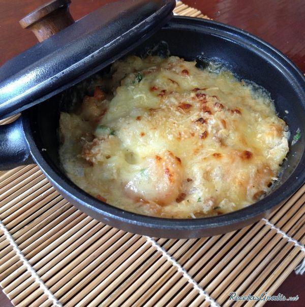 Aprende a preparar chupe de camarones  con esta rica y fácil receta.  En esta receta vamos a realizar un plato típico chileno el cual abarca también algunos países d...