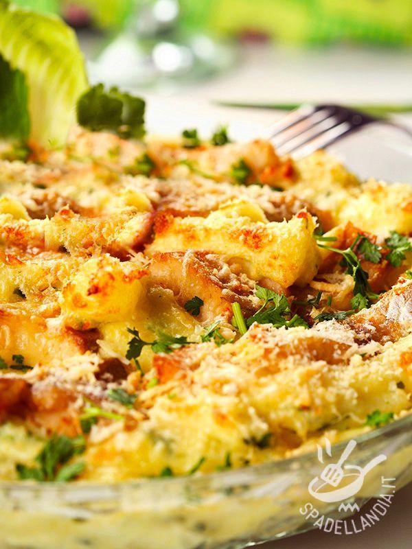 Tail toad with potatoes au gratin - Con la ricetta della Coda di rospo gratinata con patate prepararete in poco tempo una pietanza prelibata e sana che vi conquisterà per la sua squisitezza. #codadirospoconpatate