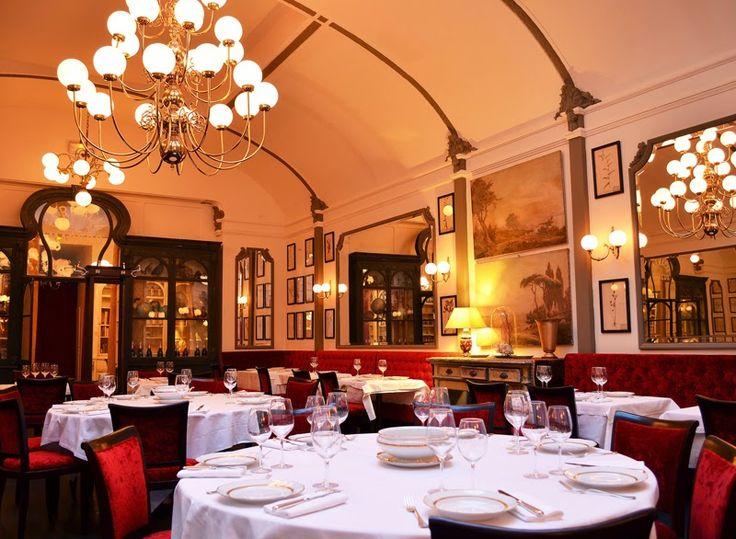 Café Du Levant,Bordeaux,France.Built 1896. кафе из Левант Бордо ,Франция. Построен в 1896 году.咖啡馆 的 黎凡特 波尔多 法国。建于1896年。