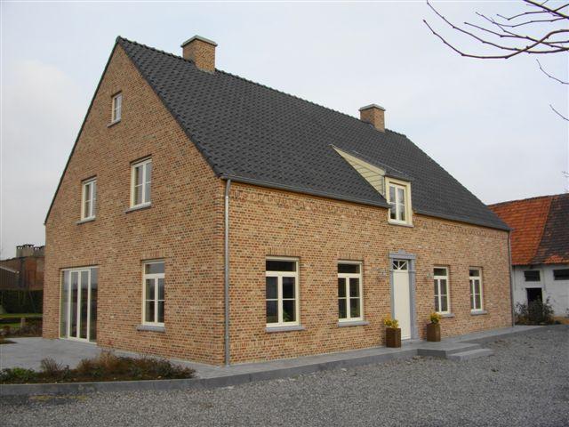 Huis - gebouwd in de oud-gotisch baekel baksteen van steenfabriek Nelissen