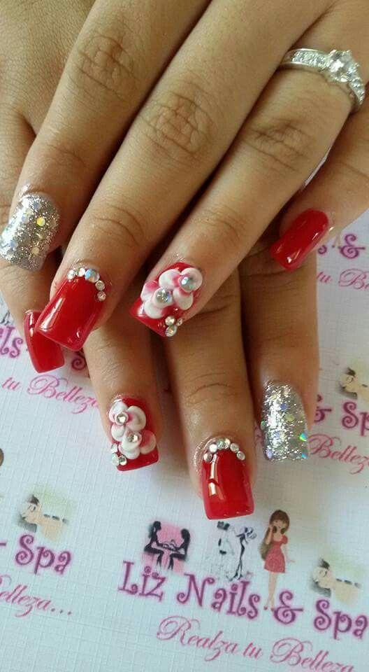 Uñas acrílicas rojas flores 3D