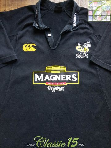 Relive London Wasps' 2005/2006 season with this vintage Canterbury home rugby shirt.