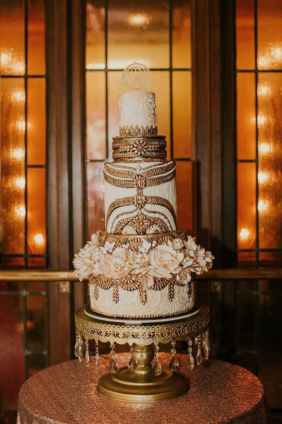 This Old Hollywood inspired cake adorned with flowers is a major scene-stealer.