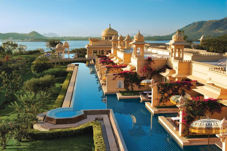 Travel in royal splendor on Luxury tours of India. Feel like a King or Queen as you experience the royal lifestyle of the kings and queens of yesteryears as you stay at the magnificent palace hotels and heritage hotels of India, which have been converted into luxury hotels for the discerning traveler.