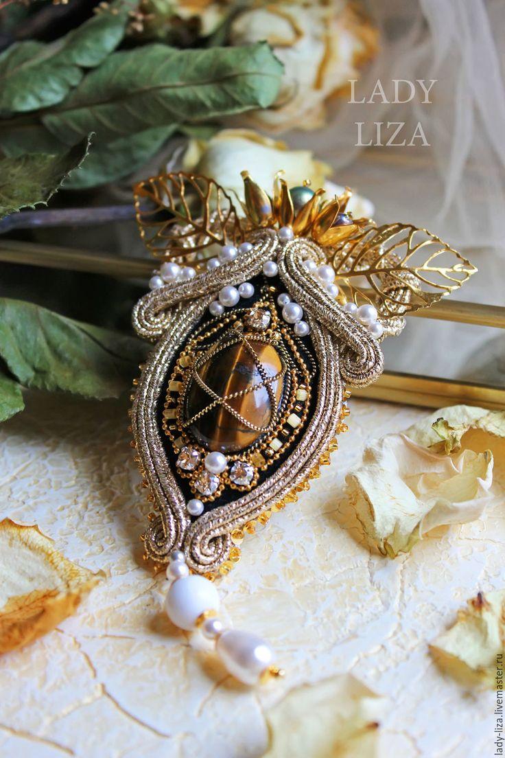 Купить Золотая брошь с камнями и бисером Рококо - золотой, брошь бисер, сутажная брошь