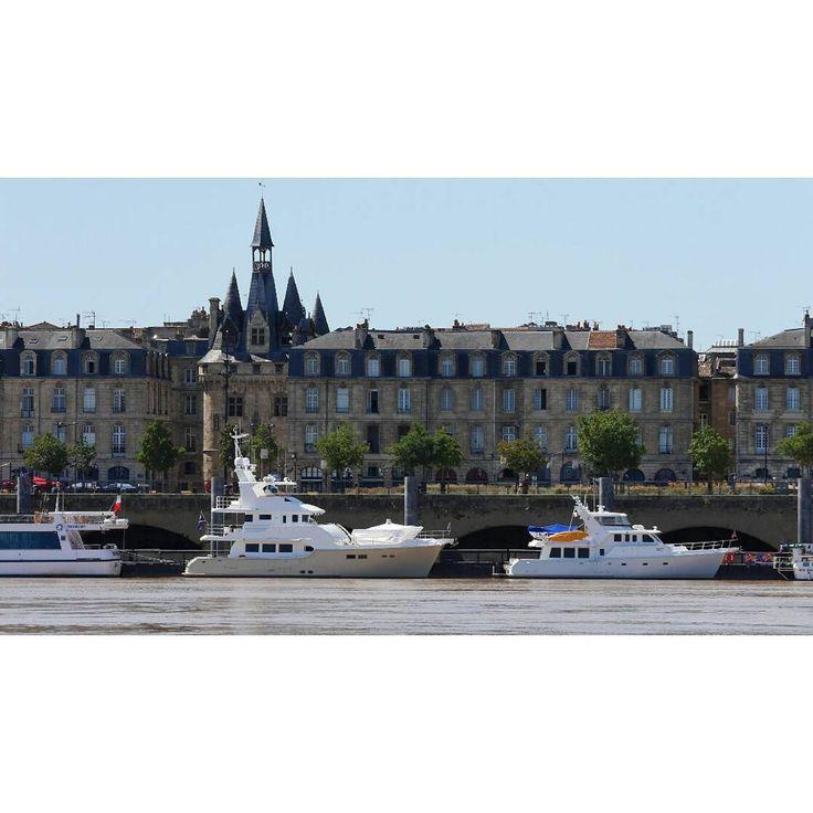 """4 Likes, 1 Comments - Sébastien Souchon (@cityhunter12) on Instagram: """"Bord de #garonne #portecailhau #bordeaux #boat #boats #architecturelovers #archilovers…"""""""