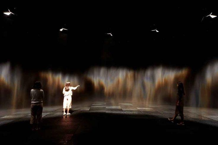 """The Parliament of Possibilities la spettacolare mostra di Olafur Eliasson a Seoul """"The parliament of possibilities"""" è l'ultima mostra del famoso artista nord-europeo Olafur Eliasson ed è spettacolare: ci sono cortine di nebbia colorata nel mezzo di stanze buie, pareti di muschio a #arte #mostra #olafureliasson"""