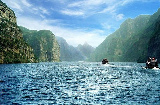 Diaoshuihu Scenic Area, one of the 'top 10 attractions in Changchun, China' by China.org.cn.
