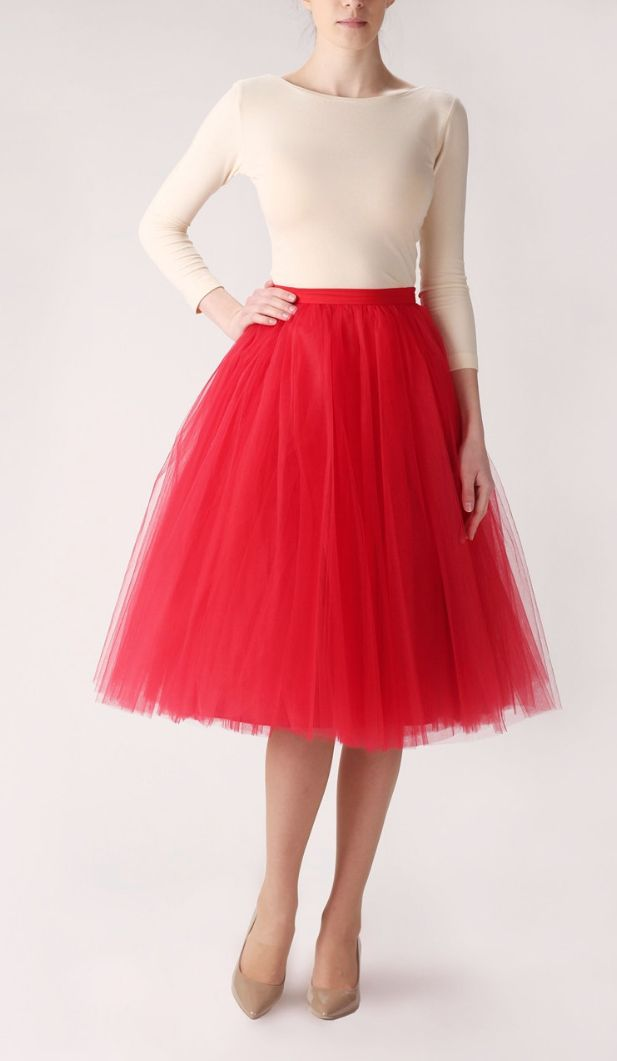 Red Tulle Skirt-- pair with neutrals and metallics for a chic spring look! || Looks quite a bit like the tulle skirt my mom made me for Valentine's, only slightly more casual and also less poofy ;)