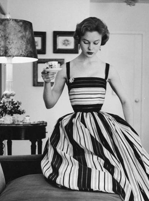 love contrasting stripe pattern, simple straight neckline and simple/utilitarian straps (esp contrasted with the stripes - straps as stripes) -- 1950s fashion love this dress
