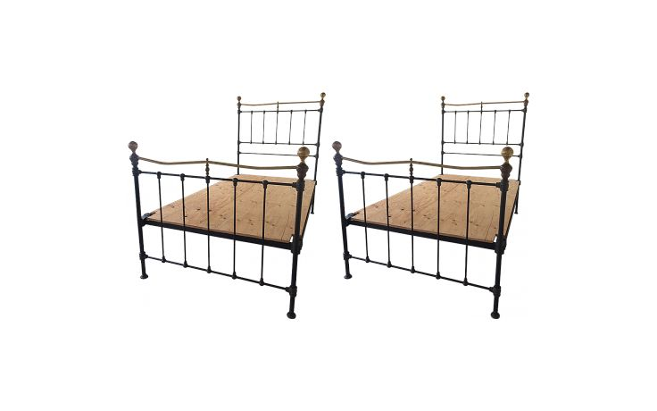 Antique 19th-Century English Victorian Iron and Bras Twin Beds Set