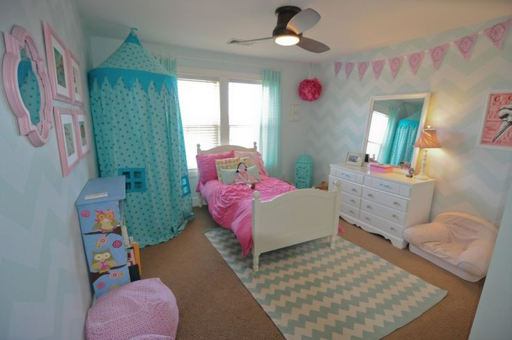 Pink and aqua girl's bedroom. Love the canopy/tent and the bunting!
