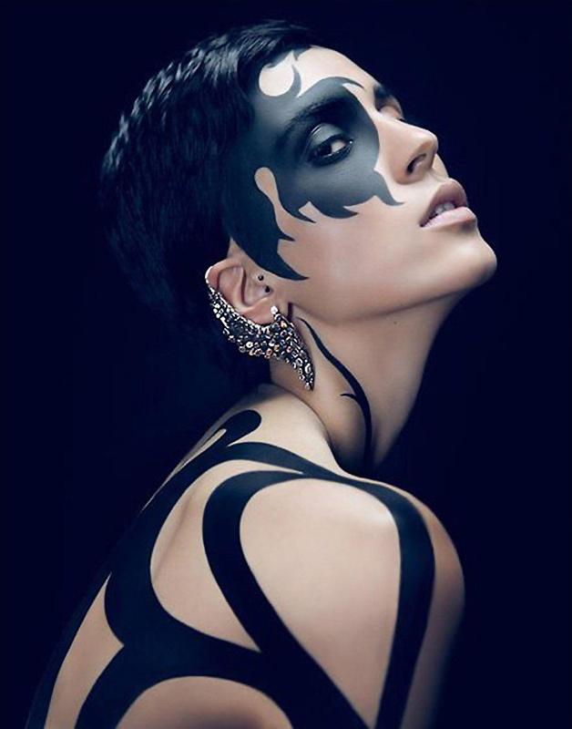 Black & White Photographer: Julia Pogodina Model: Alessandra Makeup: Anetta Klemens http://haveheartdaily.net/fashion-bags.html