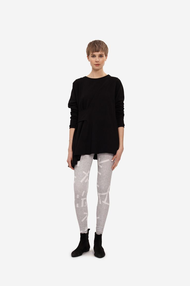 FANCY SWEATSHIRT Shorthaired model wearing a cotton sweatshirt with long sleeves and belt on side together with original printed leggings.