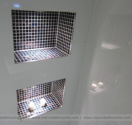 propuesta de formación de repisas junto a plato de ducha en baño aprovechando el doble tabique entre baño y aseo.