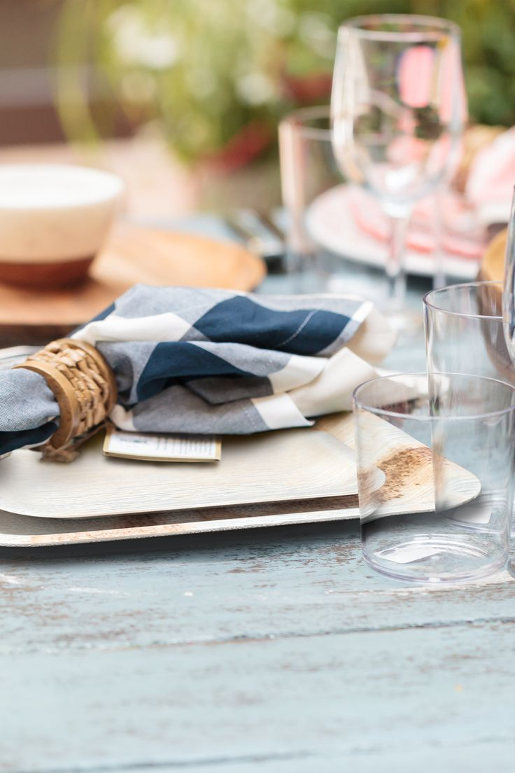 Palm leaf disposable tableware at a backyard wedding. These plates are biodegradable and compostable & 104 best Disposable Tableware for a Super Chic Party images on ...