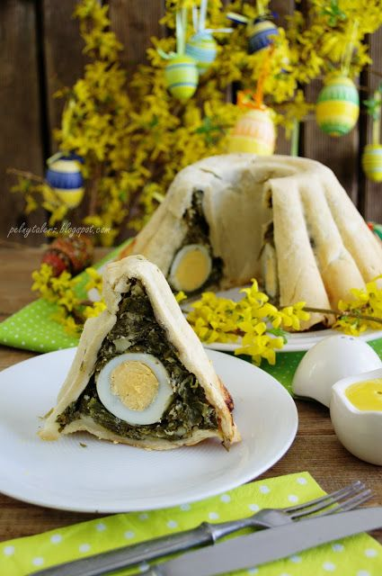 Wielkanocna Baba z jajami  (Bund cake with eggs and spinach)