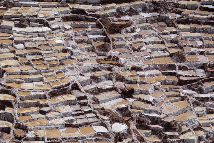 Соляные копи Салинас-де-Марас – #Перу #Регион_Куско (#PE_CUS) Как известно, соль - тоже неплохой бизнес. И вот так он испокон веков ведется в окрестностях поселения Марас в Перу. http://ru.esosedi.org/PE/CUS/1000123160/solyanyie_kopi_salinas_de_maras/