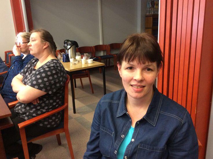 Sisko Kupsanen on siivoustyönohjaaja Juvalla. Työtehtäviin kuuluu sekä siisteydestä huolehtimista että työnohjausta.
