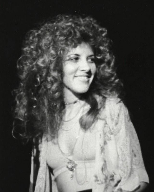 Buckingham Nicks Beauty Was Stevie S Hair Ever That Big Stevie Nicks Lindsey Buckingham Buckingham Nicks Stevie Nicks