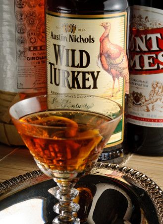Red Hook: 60ml rye whisky, 15ml Punt e Mes (or another sweet vermouth), 10ml Maraschino liqueur, Maraschino cherry or preserved cherries for garnish.