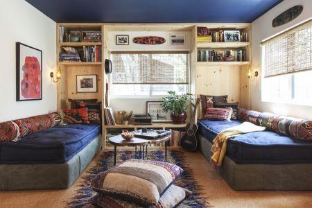 Tek kelimeyle harika bir oturma odası. Köy evinin modern bir yorumu