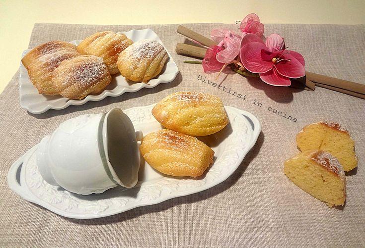 Ricetta Madeleine. LeMadeleinesono dei gustosi esoffici dolcetti. Sono i famosissimidolcetti francesia forma di conchiglia.