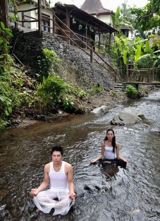 Between building a villa, in the middle of a small river flows clear makes the perfert atmosphere for yoga activities. Detail info: 0813 1072 0446