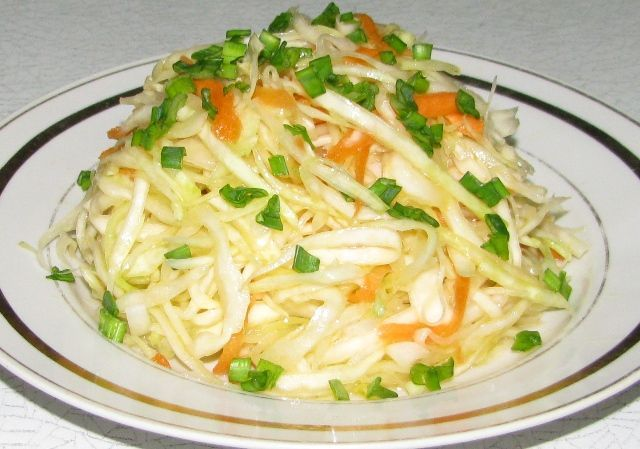 Салат на зиму из капусты с овощами