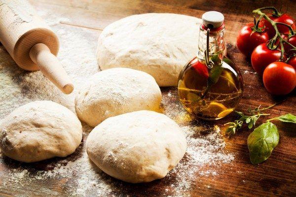 5 лучших рецептов теста для пиццы / Едальня