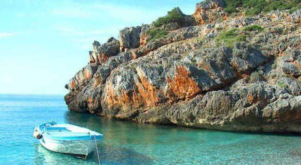 La spiaggia di Cala Bianca in Campania