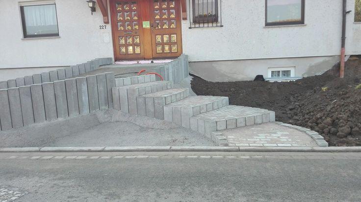 bild 9 die treppe ist fertig gepflastert barrierefreier hauseingang vorgarten pinterest. Black Bedroom Furniture Sets. Home Design Ideas