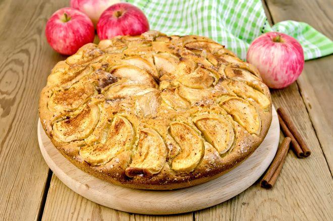 Receta de bizcocho de manzana fitness rico en proteínas, a base de ingredientes naturales
