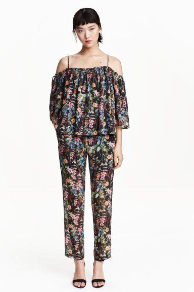 Chiffon broek met dessin: Een broek van crinklechiffon met glittergaren en een geprint dessin. De broek heeft een normale taille met breed elastiek, een volantrandje en een trekkoord, steekzakken en smalle, rechte pijpen.