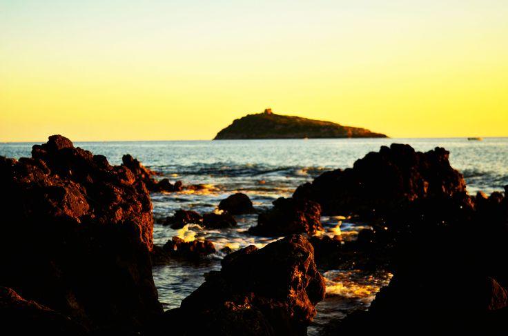 L'isola di Cirella ammirata durante il tramonto dalla scogliera