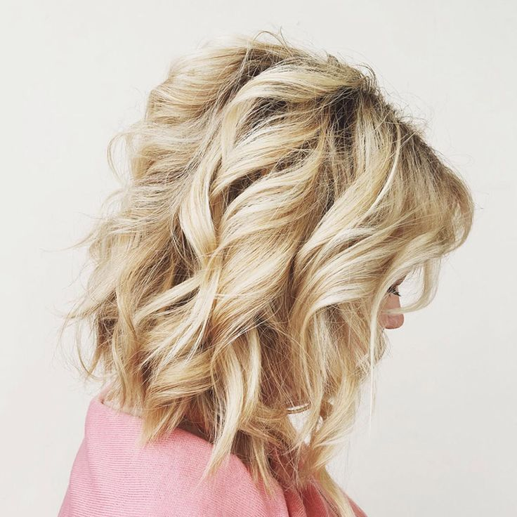 Today's look! We love how Future Professional Kyli Frauenheim adds texture to a layered lob with big barrel curls.