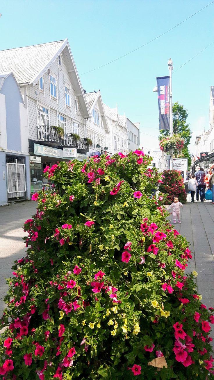 Good Pieces In Life: Pikkukaupungin vilinää - Small town vibes