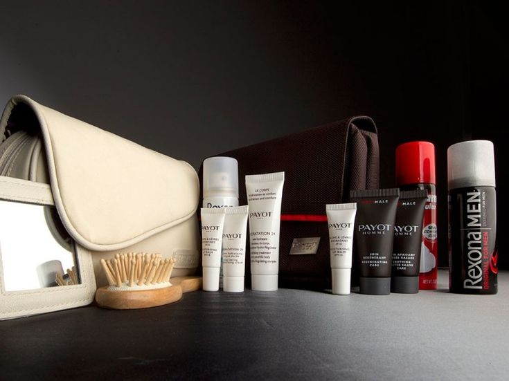 First Class Travel: What's Inside Airline Amenity Kits : QANTAS Qantas divvies its products by gender: Men get a fold-out travel bag, and women score a daintier clutch-style purse, both filled with skincare products from Payot Paris (for him and for her). Qantas supplies the gentlemen's bags with Schick shaving cream, a razor, and deodorant (do ladies not get sweaty on flights?), plus everyone receives eyeshades, earplugs, socks, a toothbrush, toothpaste, and a comb or brush. >>
