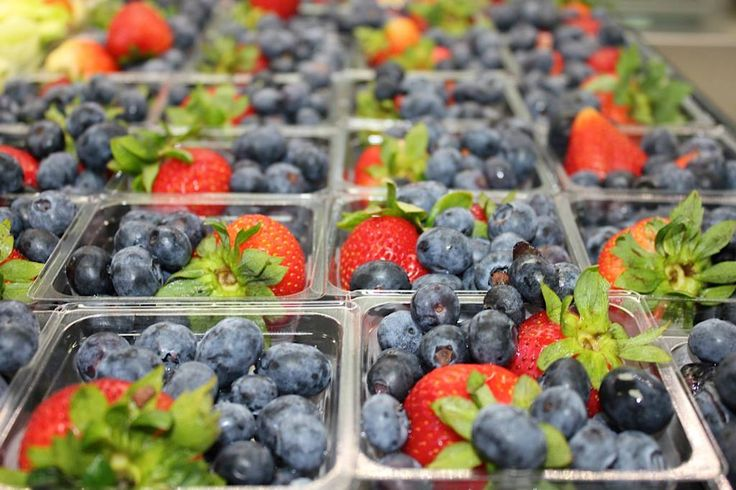 """TIP: Add a small bit contrasting color to make a dish of fruit """"pop."""" (Photo from Cypress-Fairbanks ISD, TX)"""